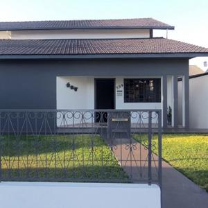 A via sobre o gramado facilita o acesso ao escritório de Marechal Cândido Rondon/PR.