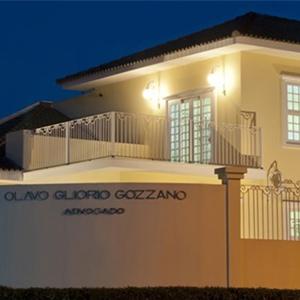 O casarão que abriga a fachada do escritório de Itu/SP é realçado pelo detalhes de uma arquitetura clássica.