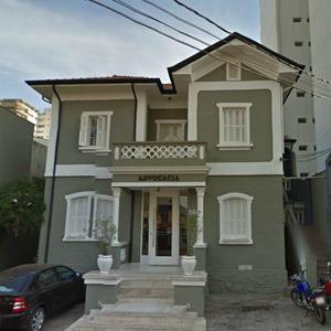 A escadaria do antigo casarão recepciona os clientes da banca de Ribeirão Preto/SP.
