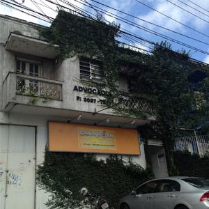 A hera toma quase toda a fachada escondendo o nome da banca de São Paulo/SP.