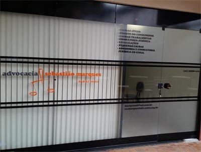 Em Rio das Ostras/RJ, o escritório apresenta todas as informações necessárias em sua fachada.