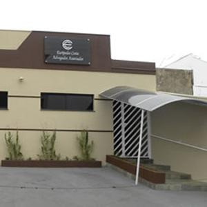 Linhas horizontais realçam a fachada do escritório mineiro de Uberaba.